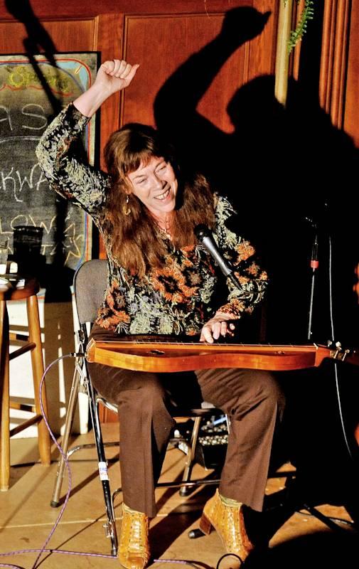 Claudia Schmidt playing dulcimer