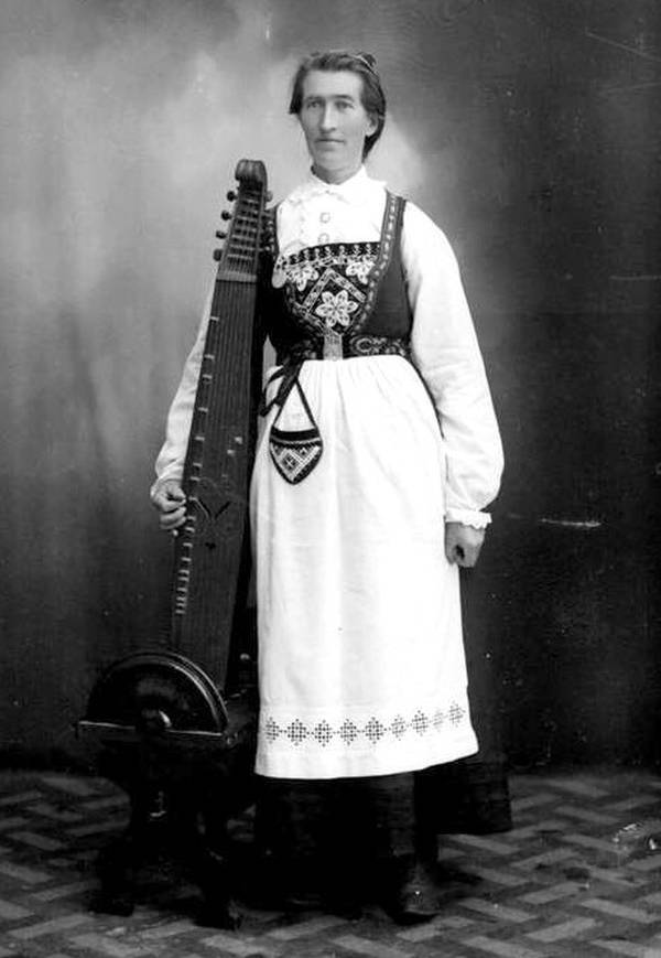 Woman with a Norweigan langeleik Dulcimer Relatives   The Langeleik
