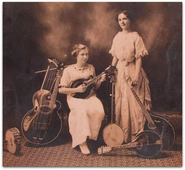 Two women with mandolin, mandola, mandocello, harpguitar and banjos.