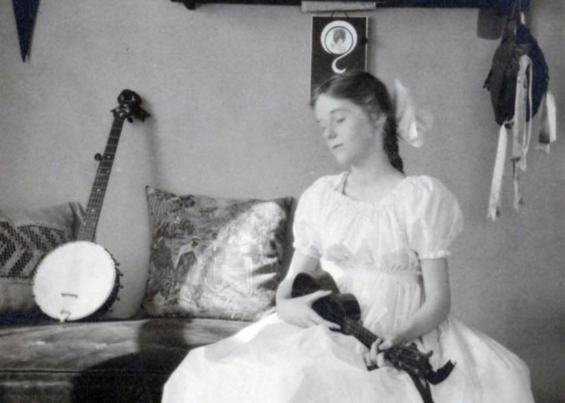 Young lady with ukulele and banjo