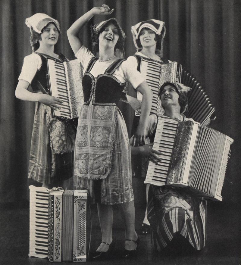 Four Ladies - Four Accordions!